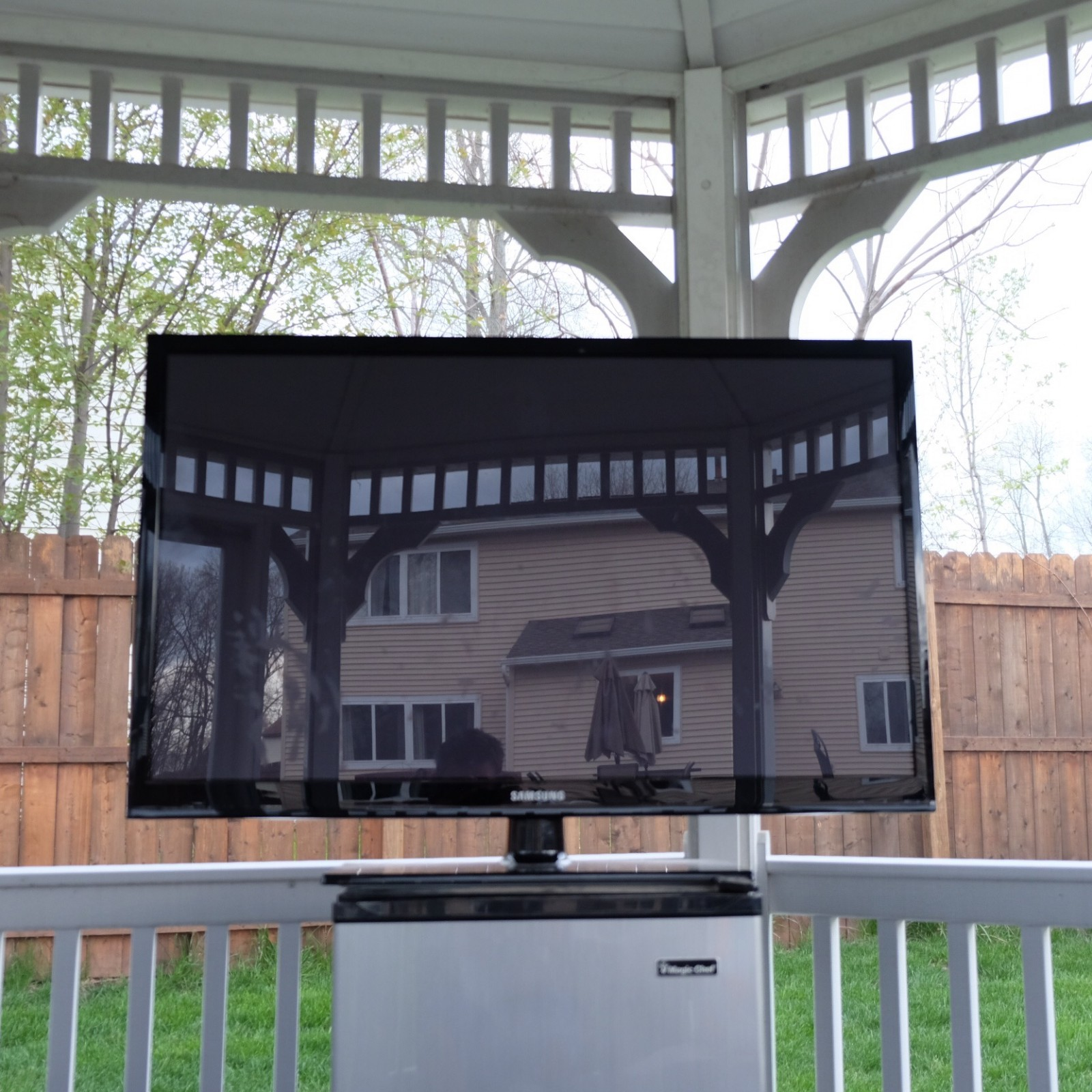 Outdoor All Weather Waterproof TV Cover Dennis Crawford